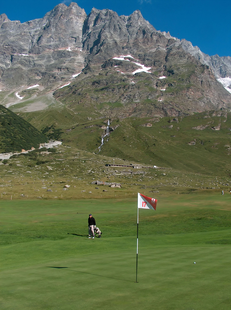 With views like this in the Alps, golf holidays in Italy rank among the best on the European continent ... photo by CC user erreeffe on Flickr