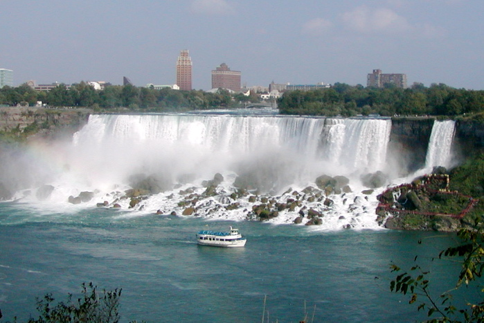 The American Niagara Falls are just as stunning as the Canadian Falls ... photo by CC user Stan Shebs on wikimedia